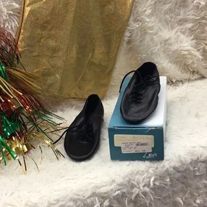 Other - **NEW** Leo tie split-toe jazz shoes size 4.5